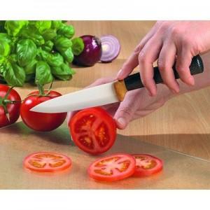 Couteau et légumes